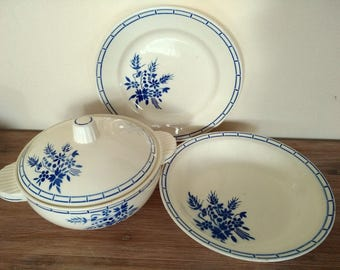 Lovely french soup tureen and 2 round serving dish Badonviller 1940s