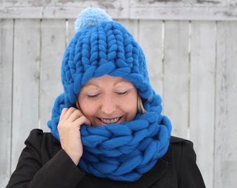 Kit - Mama Knows Luxury Hat and Cowl Set - Everything you need to make the Giant Yarn Hat Set