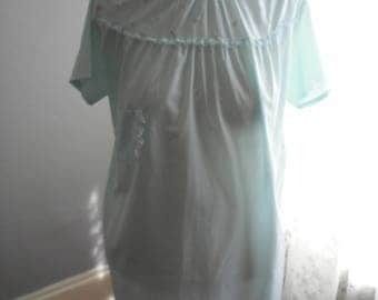 womans vintage  lt aqua Katz hospital gown 1960