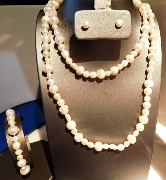 Peach Freshwater Pearl Necklace...3 Feet of pearls...coordinated stud earrings and bracelet