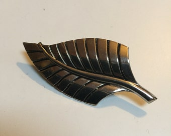 Vintage Silver Tone Leaf Pin