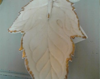 Leaf serving tray with handle