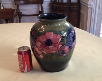 Exquisit Moorcroft anemone vase 10 1/2 inches tall # 1001