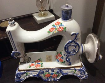 Sewing machine Kentucky bourbon whiskey decanter, collectibles, home decor