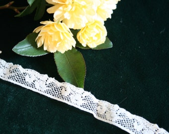Dainty Cream-Colored Vintage Lace, 2 yards