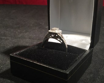 9ct White Gold & Diamond Art Deco Ring - Hallmarked - Size 9 (UK S)