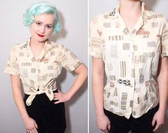 1950s Textile Swatch Novelty Print Rayon Blouse With Metallic Silver & Gold Detail | Size Small