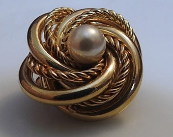 Vintage Jewelry Revived classic brooch