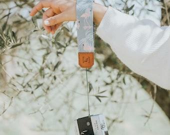 FLAMINGO small camera strap.