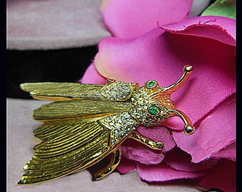 Vintage grasshopper brooch moveable wings. UNSIGNED