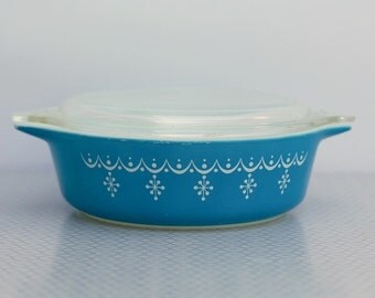 Pyrex Snowflake Blue 1 pint Casserole with lid, pattern 471
