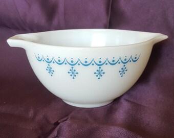 Vintage Pyrex Blue Snowflake Garland on White Cinderella Mixing Bowl #441