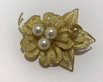 PIN old flower and pearls Golden filigree. 1960 french vintage brooch jewelry