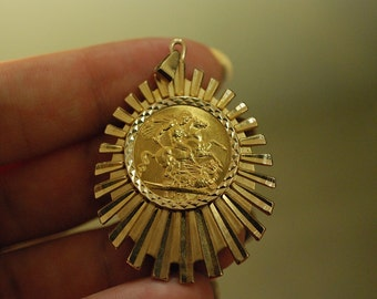 Full Sovereign 22 Ct Gold, Queen Elizabeth II 1974 with 9 Ct Mount