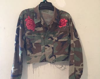 Sale Vintage Camo Cropped jacket w/ Rose Flower Patches