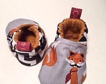 Baby booties // Crib Shoes // Black fox