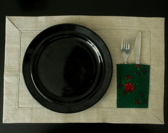 Set of 4 natural linen table mats with pocket for cuterly. Original table mats, plate mats, place mats