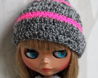Blythe hat grey neo pink