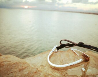 Curved ancle bracelet