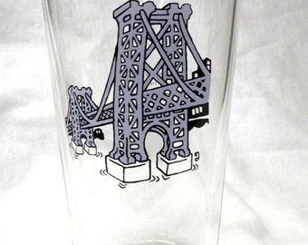 Williamsburg Bridge Pint Glass