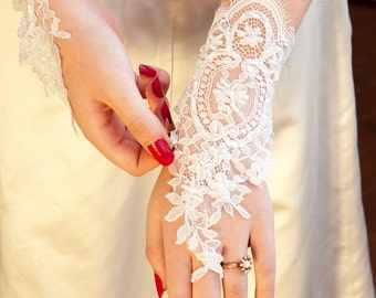 White lace wedding gloves,bridal accessories, wedding accessories, wedding dresses, lace gloves, wedding gloves, bridal gloves, lace wedding