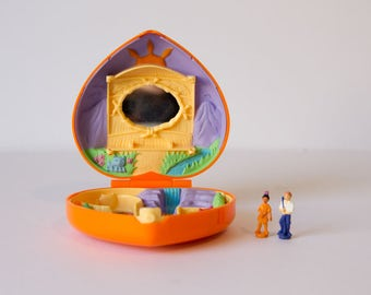 Vintage - Original Prime Time Compact ( like Polly Pocket ) - Lil Pocahontas - RARE