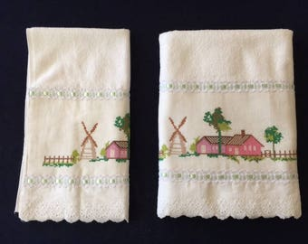 White Towel Set with Windmill Design