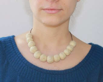 White woolen necklace.