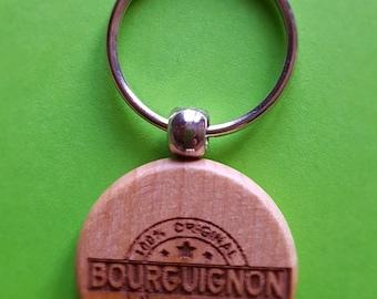 Keyring in wood Ø 40 mm design: Burgundy 100%