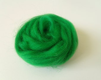 25g worsted Merino carded spinning and/or felting color Emerald