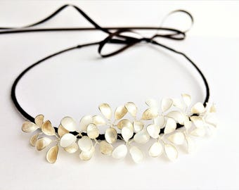 Hair wreath with delicate blossoms in ivory/mother of Pearl