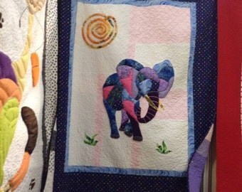 Two sisters who have the same passion, the reinvented quilt, fun characters, bright colors that make dream!