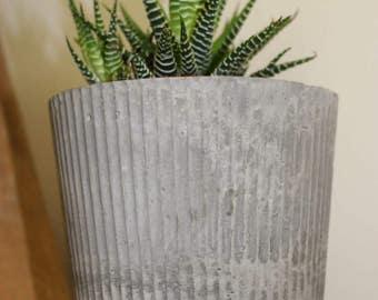 Crinkle Cut Concrete Pot