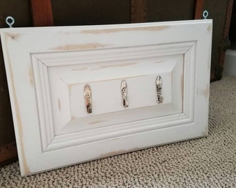 White distressed shabby chic Key holder