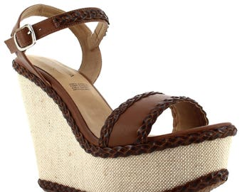 Ceresnia wedge sandal with rich brown accents.