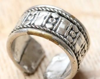 Vintage Handmade Metal Band Ring - Large Decorative Band Ring - Metal Band ring UK Size P
