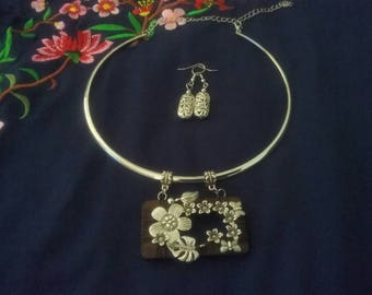 Silver  hand made chocker and earrings. Silver flowers necklace and earrings. Fashion jewelry.