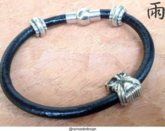 Adorable leather bracelet with owl detail