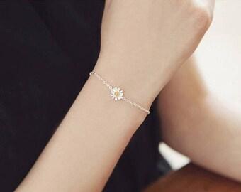 One Daisy Love Charm Bracelet