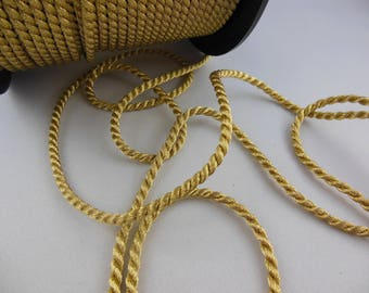 1 meter of 3 or 5 mm gold cord