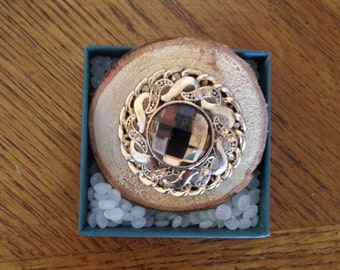 Magnetic Brooch, Gold-toned vintage, on Wood