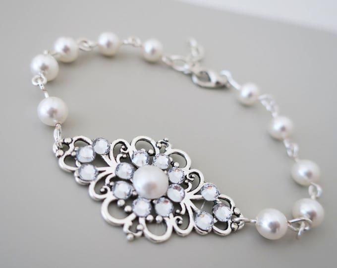 Sweet Romance Vintage Style Pearl Bracelet