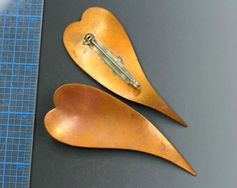 """Copper heart brooch. 3 1/8"""" x 1 1/4"""". 1960s vintage Kim Craftsmen vintage heart, abstract, elongated. Beadwork, Jewelry making, supply."""