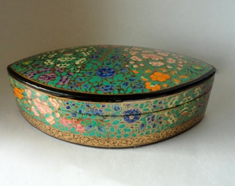 "Vintage 8 1/8"" Oval Petal Kashmir Paper Mache Lacquered Trinket Box Exotic Blossoms Bloom HandMade Painted Large Gift Treasure Valet Dresser"