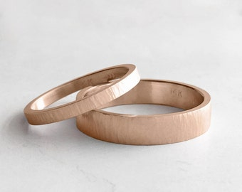 Tree Bark Hammer Texture Rose Gold Wedding Band Set | 2mm and 4mm x 1.3mm gold rings | rustic wedding bands 14k 18k rose gold rings