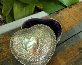 Vintage Ornate Silver Toned Heart Shaped Trinket Box With Purple Velvet Lining  / Gothc Rose And Bead Banding