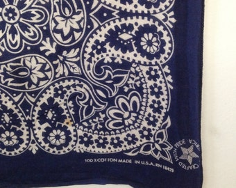 vintage navy blue bandana / made in USA All Cotton Fast Color RN 16429 / Organic print bandana