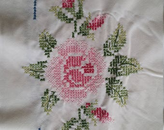 TC032 ~ Round tablecloth Vintage linen Embroidered flowers Pink roses Blue trim