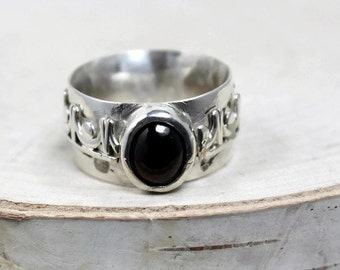 Fancy garnet ring, garnet oval ring, small garnet oval ring, ring size 6