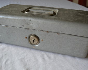 Vintage MASTER STEEL BOX metal tool box tackle box small size 1950's or 60's